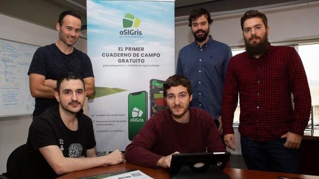 Borja Seijo, Rubén Mella y Adrián Rodríguez, de pie, junto a Roberto Luquero y José Senande. / JORGE GRANA