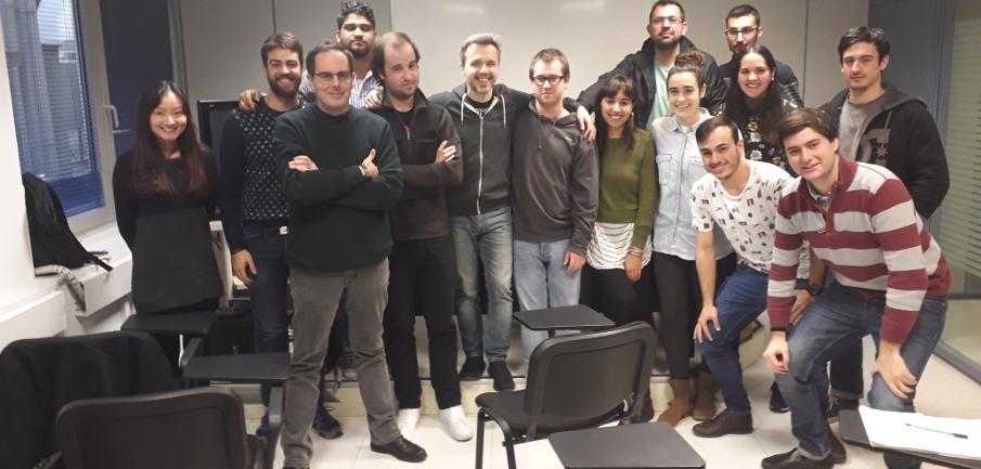 Juan Gómez-Jurado, en el centro, con los alumnos del Máster.