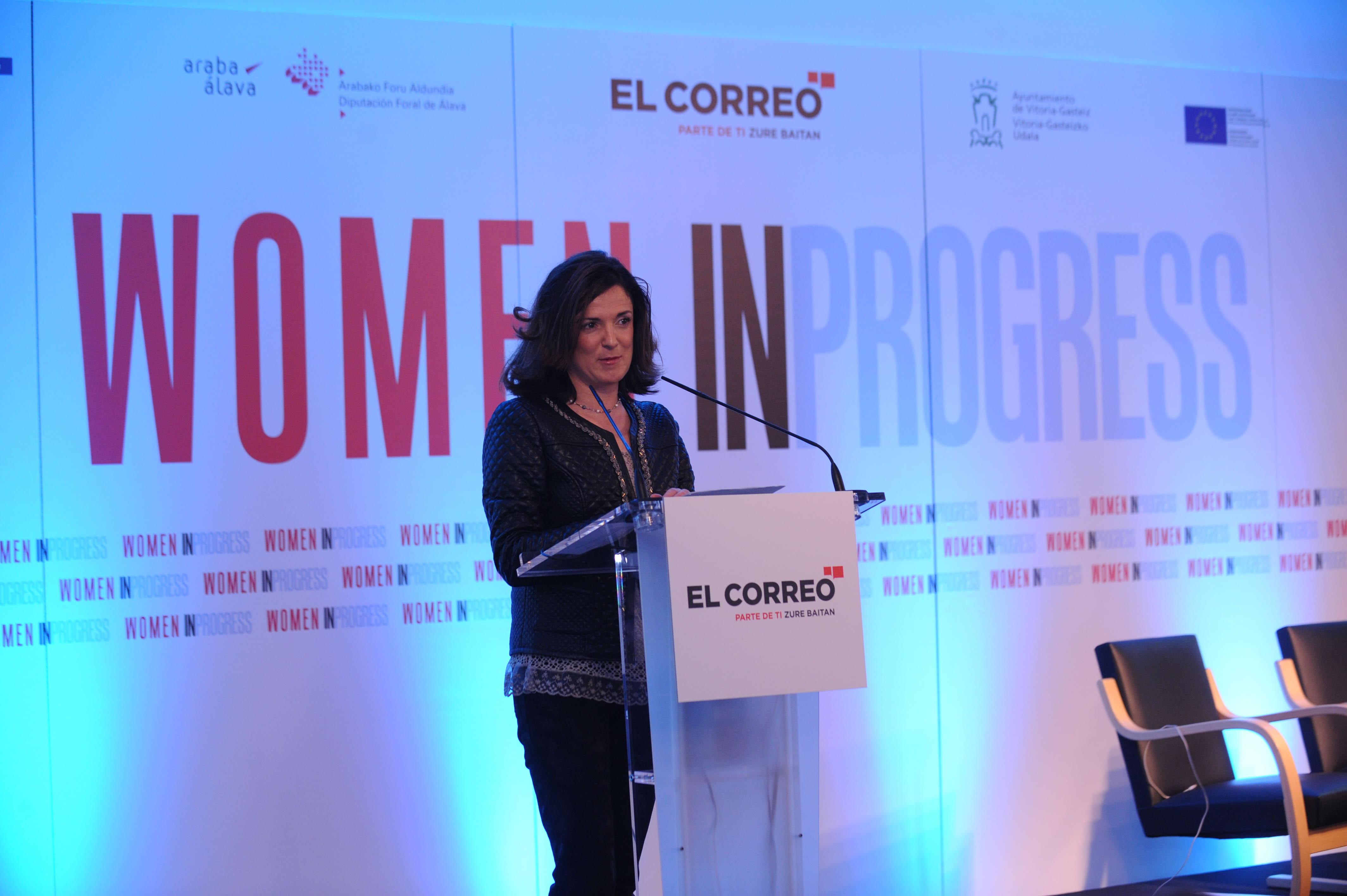 La consejera de Empleo y Políticas Sociales, Beatriz Artolazabal, esta mañana en el Artium. / Igor Aizpuru