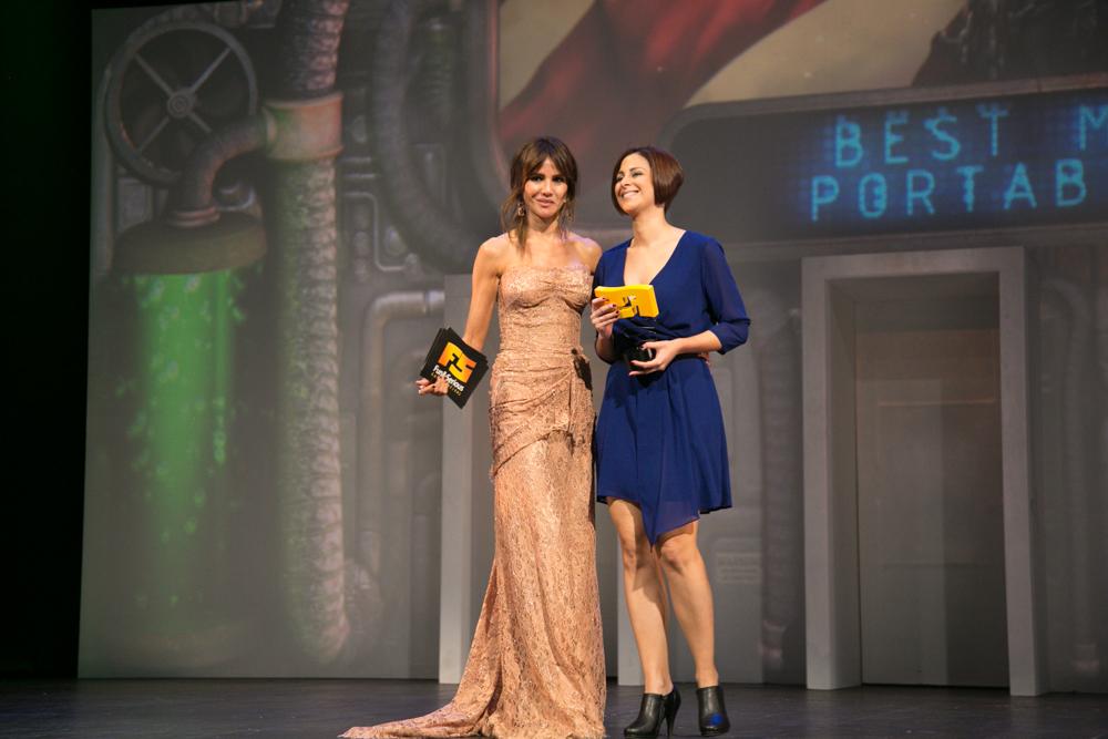 Mejor juego móvil y online 'Hearthstone: Heroes of Warcraft'. Sara Fernández recogió los dos premios del título de Blizzard en la gala de entrega de premios a los Mejores Videojuegos 2014