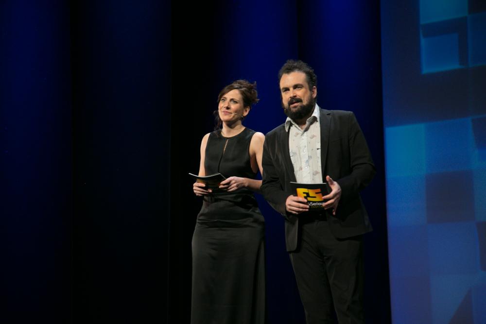 Malena Alterio y Nacho Vigalondo, en un momento de la Gala de entrega de premios a los Mejores Videojuegos 2014