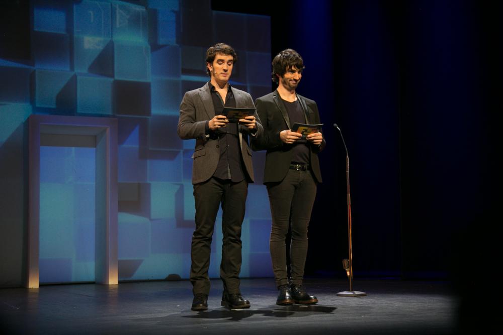 Lander Otaola y Diego Pérez, en la Gala de entrega de premios a los Mejores Videojuegos 2014